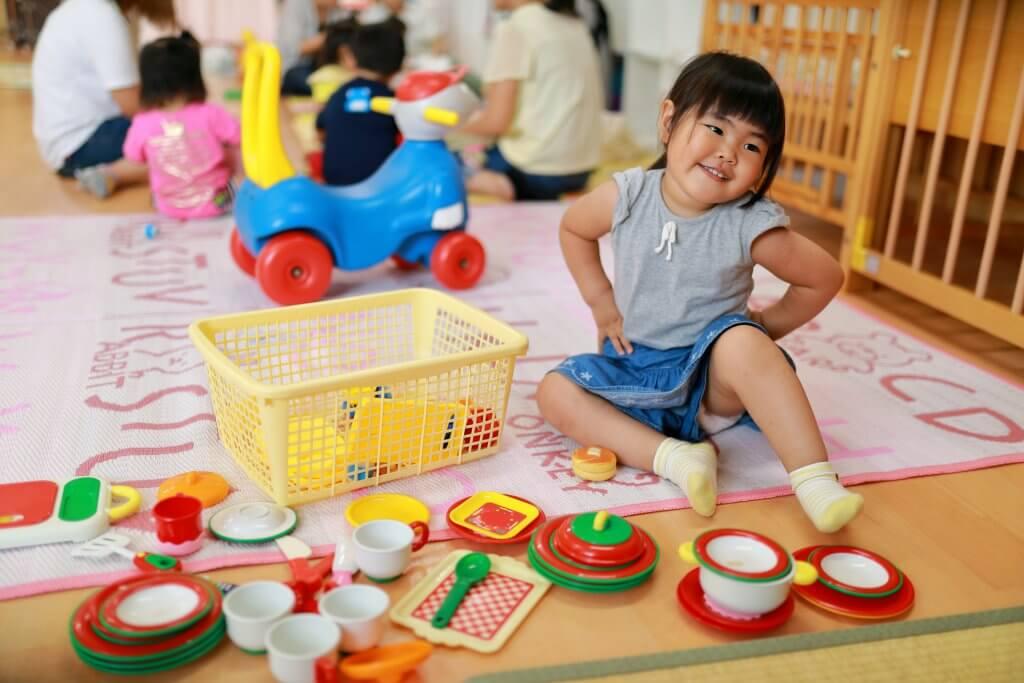 子どものおもちゃの取り合いに大人はうまくかかわっていきましょう