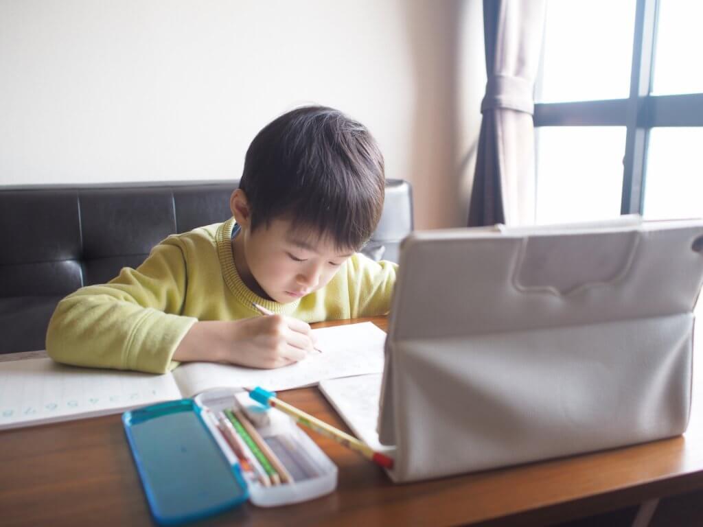 アデックではタブレットを使用した授業も用意しています